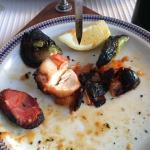 Brocheta de pollo carbonizada. Incomible!!!! Totally overcooked chicken. Place to avoid!!!!