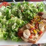 Tartine poulet chorizo et salade gourmande