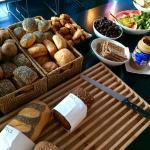 パンが豊富な朝食