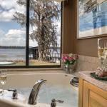 Bath in Kim's Retreat