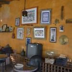 salle du petit déjeuner (qui fait aussi bar)