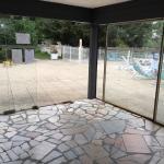 La belle prestation piscine en plein mois d'août ... Dangereuse, salle et non chauffée !!! Pas d