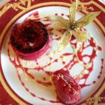 Dessert chiboust à la betterave rouge, sorbet framboise et cranberry