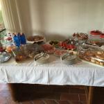 Colazione ottima con prodotti freschissimi serviti ogni mattina dalla specialissima Sig.ra Luisa