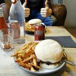 L'alchimiste : burger avec du foie gras.