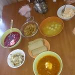 Три супа, два салата, гренки, хлеб и мусс за 400р.