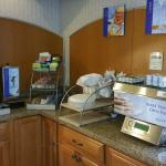 Breakfast Pancake maker, teas and creamers