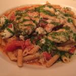 Basil tomato pasta with chicken