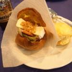 ヨークシャーサンドという、シュークリームの皮を使ったサンドウィッチが大変美味しかった。