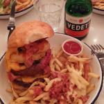 Burger Double Double avec Extras fromage et poitrine fumée