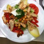 Salade César, carpaccio et melon jambon