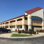 Photo de Days Inn Overland Park