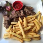 La viande rouge est de qualité. Quel dommage pour les frites. Ceci-dit, la marque que j'ai recon