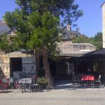 Vue de la rue sur le restaurant la Voile à Dahouët