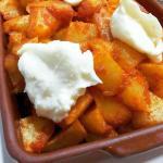 Bravas con patatas del pueblo y salsa picante casera
