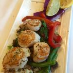 Wonderful-Sea scallops with spinach wild rice