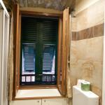 Fenêtre typique vue de la salle de bain