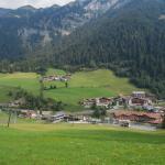 Das Hotel (rechts unten im Bild) vom Berg Richtung Kaufen aus gesehen