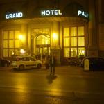 Puerta del hotel.