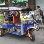 Banyak tuktuk infront dari hotel untuk membawa Anda di mana-mana