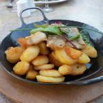 3 Fischfilets auf Spinat mit Bratkartoffeln für knapp 20 Euro