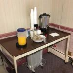 Hometown Inn & Hotwire advertise free breakfast NOT!