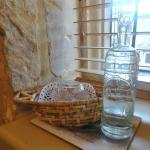 Habitación 3 - Agua para los huéspedes junto al juego de té/café
