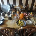 Desayuno: cereales, zumos, yogures y fruta