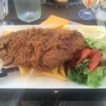 Salade de chèvre et escalope de veau pané