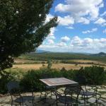 die Terrasse des Restaurants des Il Convento di Monte Pozzali bietet eine grandiose Aussicht