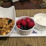 Housemade Granola, Yogurt, fresh Berries