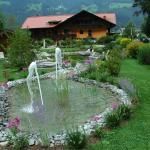 giardino e hotel visto dal retro.