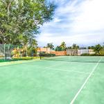 Tennis Court / Cancha de Tenis disponible para huéspedes.