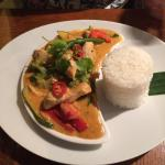 Cari Do - Red curry with chicken, coconut cream , fine green beans , potatoes and bamboo