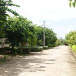 Bungalows, Road view