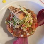 Nems  de crabes un vrai régal et tartare de saumon aussi beau que bon