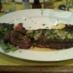 HAMPE A L'AIL servit avec frites et salade