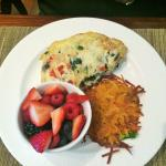 Veggie Omelet w/ Berries