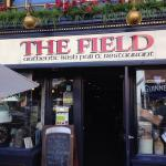 ‪The Field Irish Pub‬