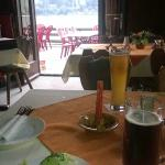 Столик внутри кафе