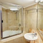 3 Bedroom Oceanfront - Bathroom