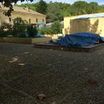 Espace détente de la piscine