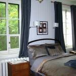 La chambre *Comme en Vacances*, deux grandes fenêtres
