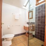 King room bathroom in Lodge