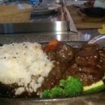 emincé de viande avec du riz