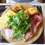 charcuteries et pommes te terre au fromage