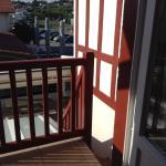 La porte fenêtre donnant sur l'escalier