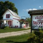 A Guest Hus Motel and Historic Knotty Pine Cabins Foto