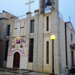 Церковь недалеко от башни