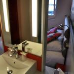 Chambre 2 vue depuis le lavabo dans la chambre